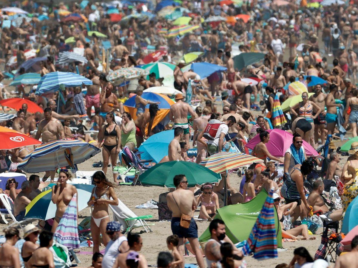 Foto: Vuelven las aglomeraciones a las playas españolas. (EFE)