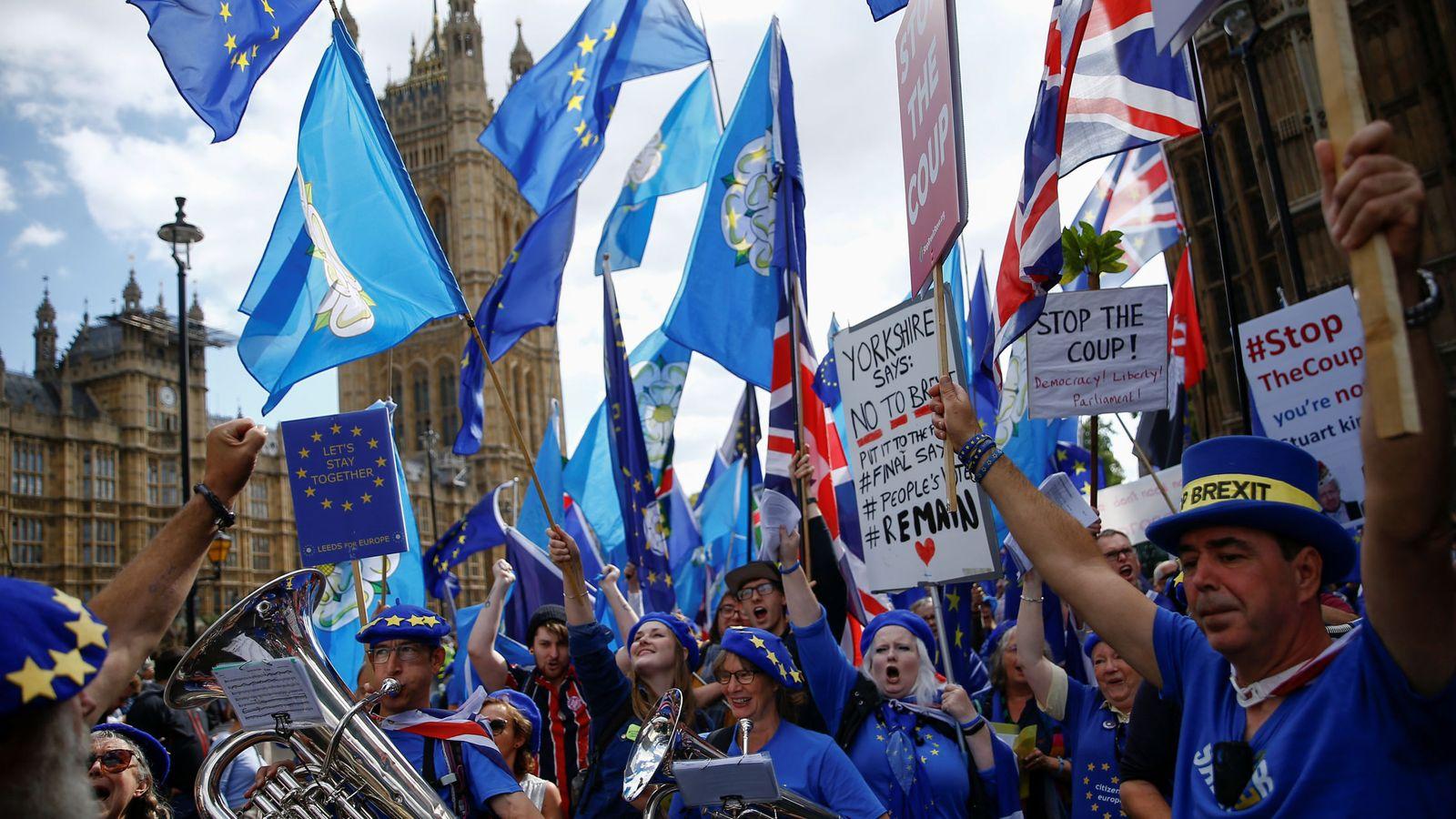 Foto: Una marcha anti Brexit, frente al Parlamento británico. (Reuters)