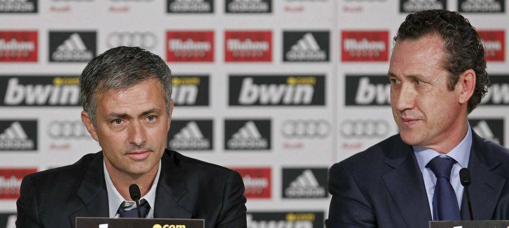 Foto: Mourinho y Valdano durante la presentación del portugués como técnico del Real Madrid.