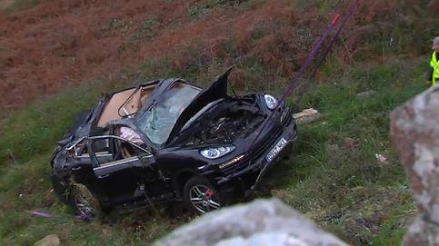 Un matrimonio sobrevive tras precipitarse 20 metros con su coche en Bayona
