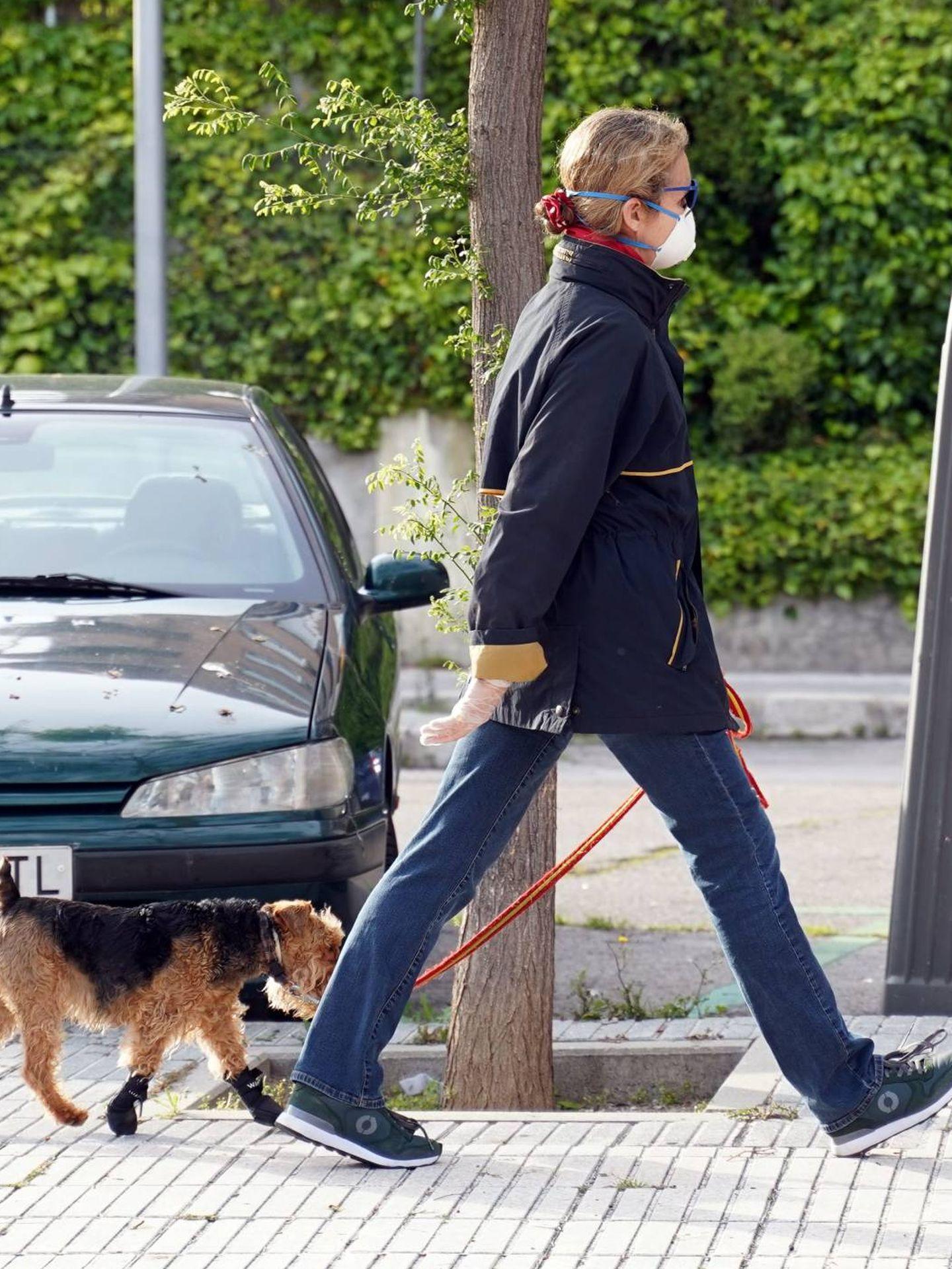 La Infanta, junto a su perro.