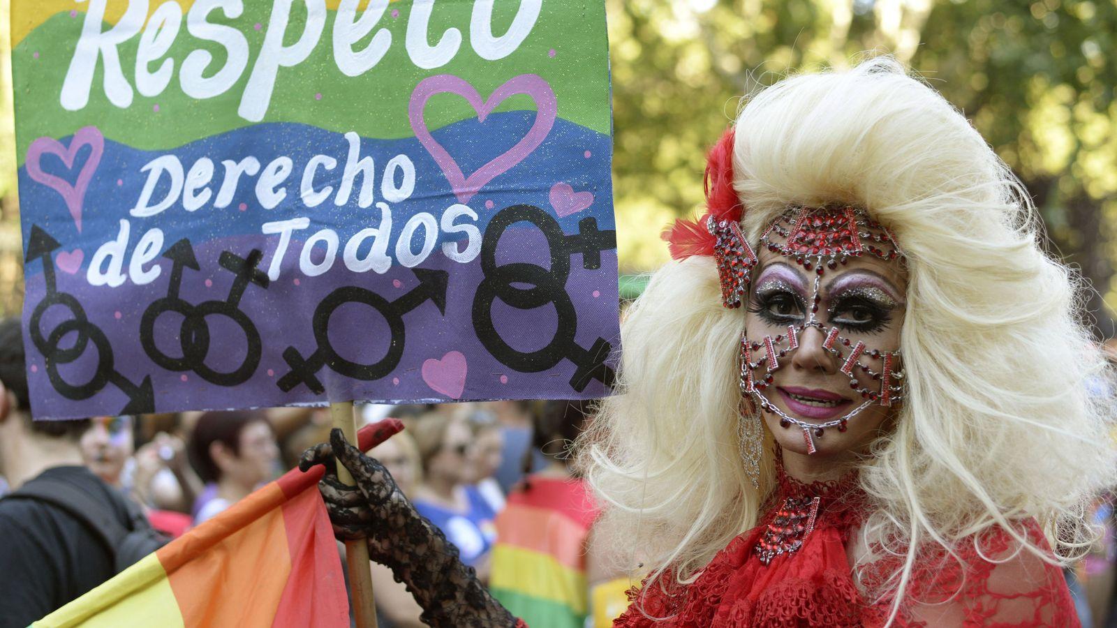 Foto: Imagen de archivo de una manifestación del Orgullo LGTB en Madrid (EFE)