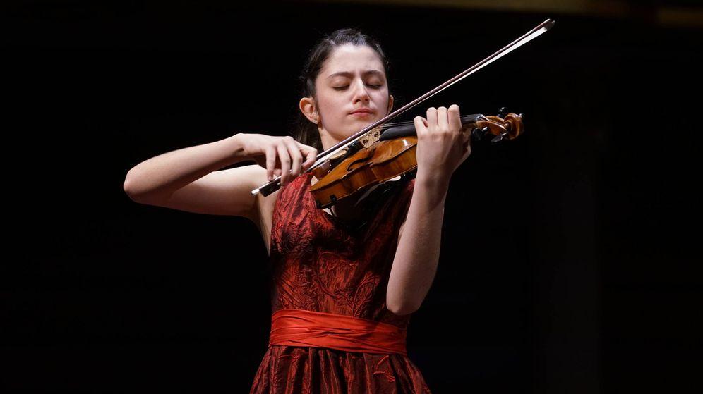 Foto: La violinista María Dueñas durante su concierto en el Zhuhai International Mozart Competition. (EC)