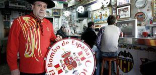 Post de El bar de Manolo el del bombo, en venta: 190.000 euros por un museo del fútbol