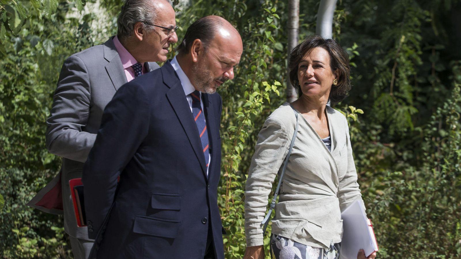 Foto: Javier Monzón, en una imagen del pasado mes de septiembre junto a Ana Patricia Botín (Efe)