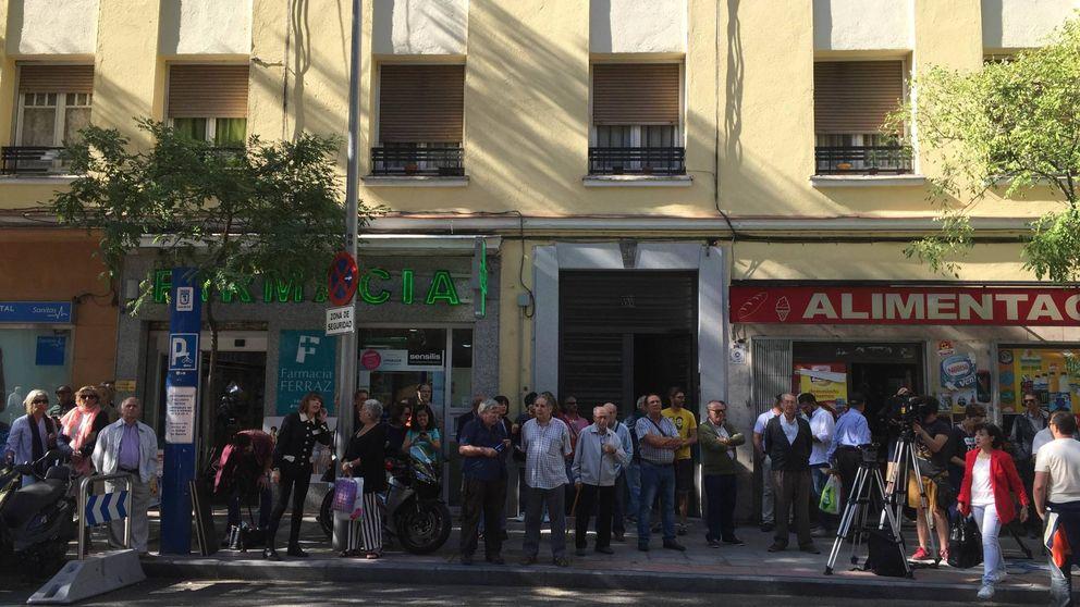 Los vecinos de Ferraz: Es un escándalo público lo que le hacen a Sánchez