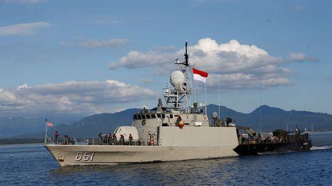 Indonesia encuentra restos del submarino desaparecido y lo da por hundido