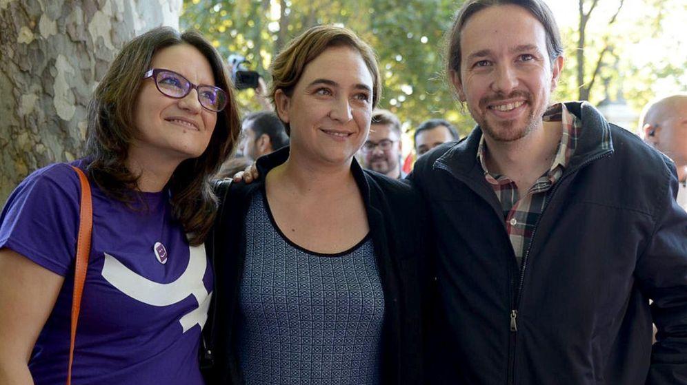 Foto: Pablo Iglesias, junto a la alcaldesa de Barcelona, Ada Colau, y la vicepresidenta del Consell Valenciano, Mónica Oltra, durante la marcha del 7N. (EFE)