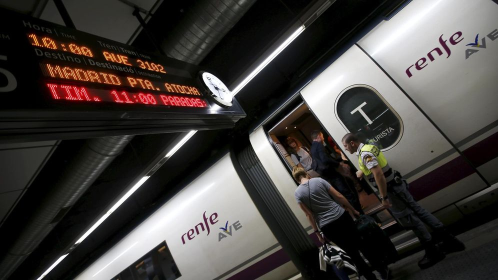 Foto: Un AVE en la estación de Sants (Reuters)
