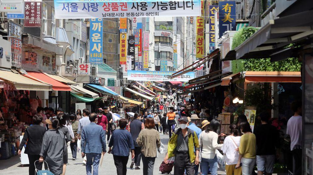 Foto: Mercado popular en Seúl en junio de 2020 (EFE)