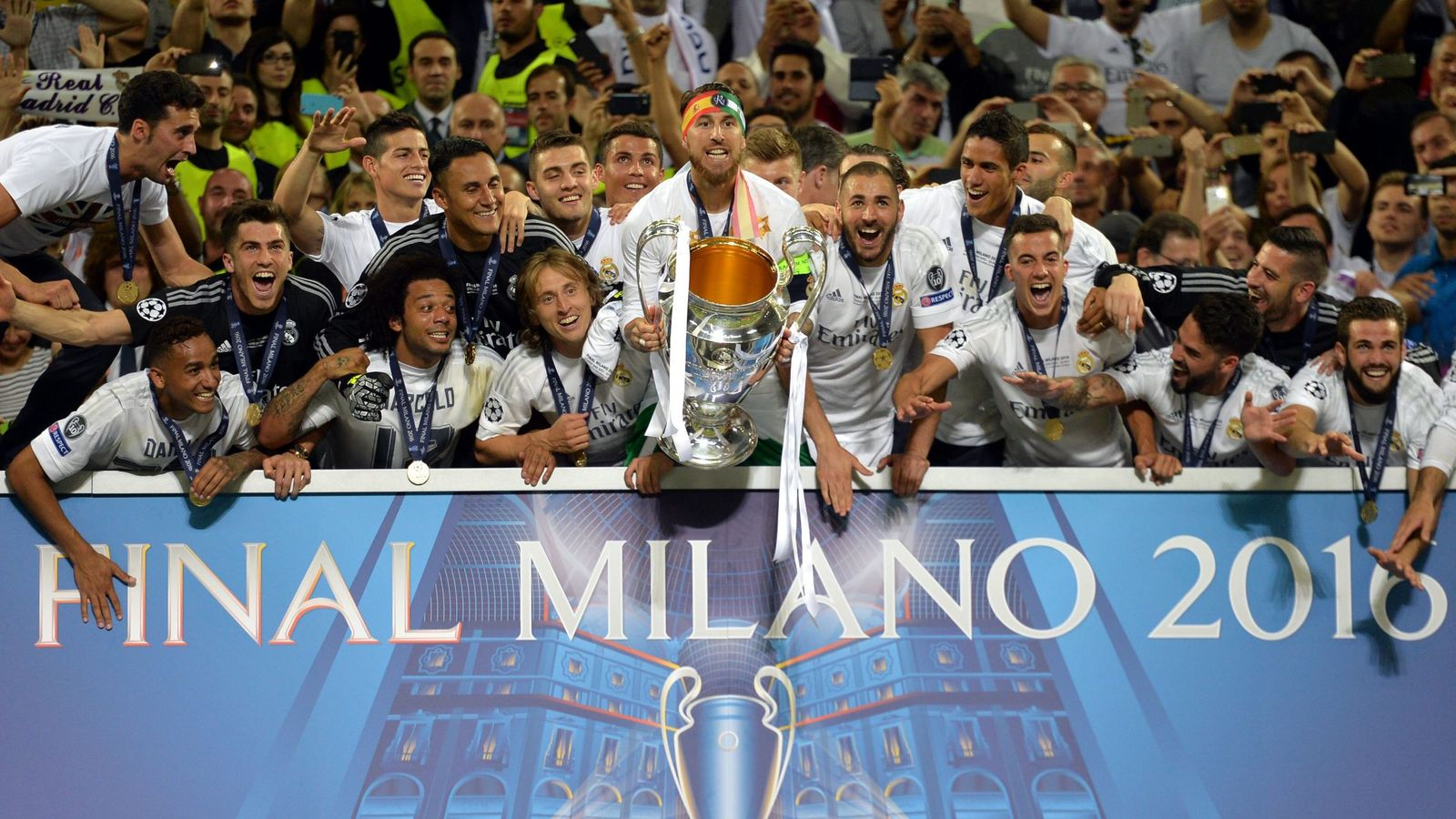 Foto: El Real Madrid levanta su undécima Copa de Europa (EFE)