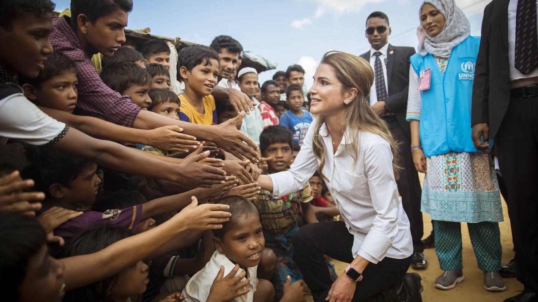 La reina, visitando a los refugiados rohingya. (Getty)
