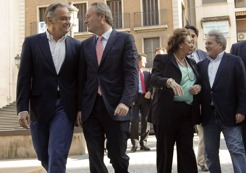 Foto: Esteban González Pons, Alberto Fabra y Rira Barberá, junto a Alfonso Rus. (Efe)