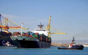 El menor tirón de las exportaciones duplica el déficit comercial español hasta agosto