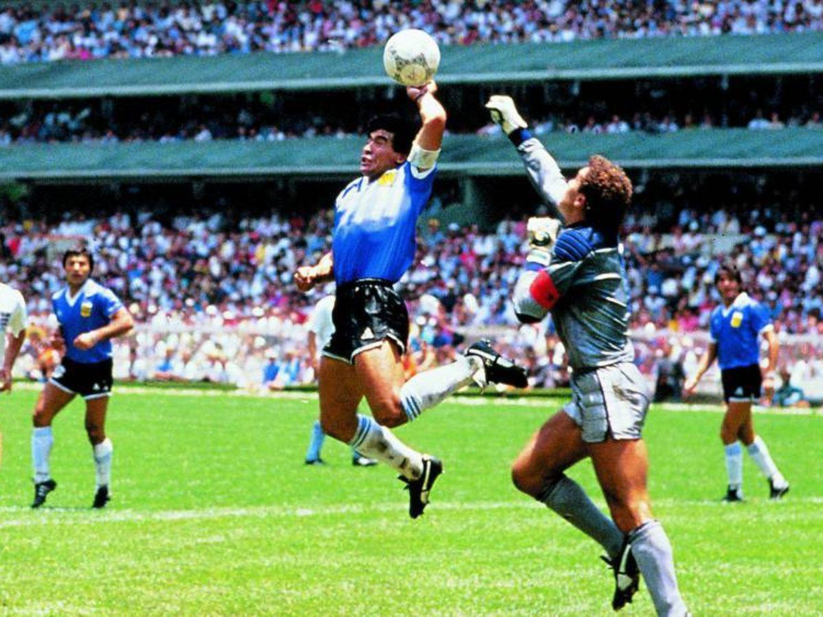 Foto: Imagen del famoso gol que Maradona le marcó con la mano a Inglaterra en el Mundial de Méxio 86
