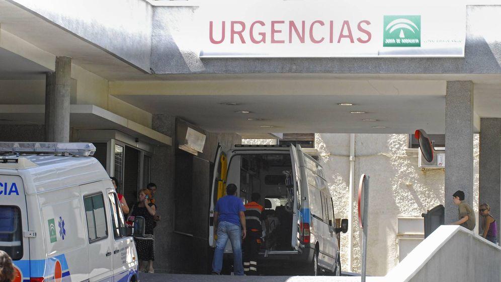 Foto: Foto de archvo del Entrada de Urgencias del hospital San Cecilio de Granada. (EFE)