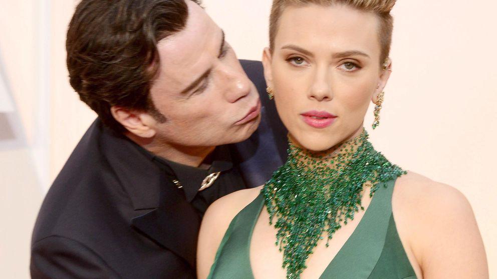 El beso de John Travolta a Scarlett Johansson hace sombra al de Iker Casillas y Sara Carbonero