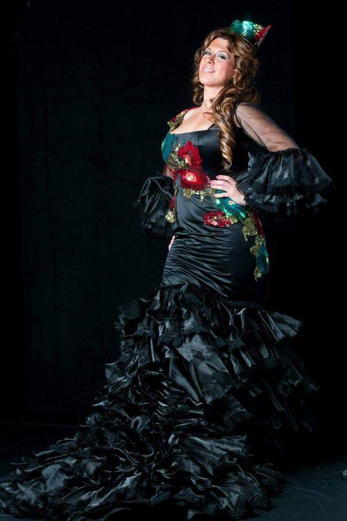 Foto: Rocio Rivera, flamante con su bata de cola