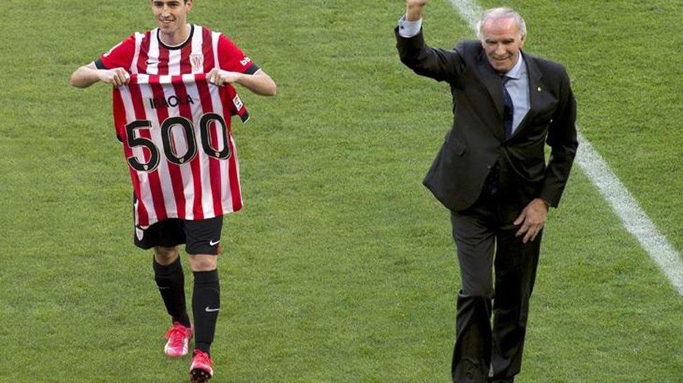 Foto: Andoni Iraola, junto a Iribar, en el homenaje que recibió por sus 500 partidos con el Athletic