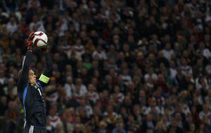Neuer, baja contra España en Vigo por unas molestias en la rodilla