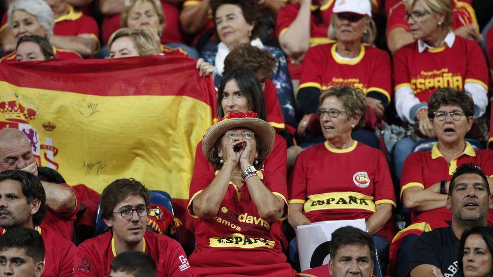 Foto: Aficionados españoles durante un enfrentamiento de la Copa Davis (EFE)