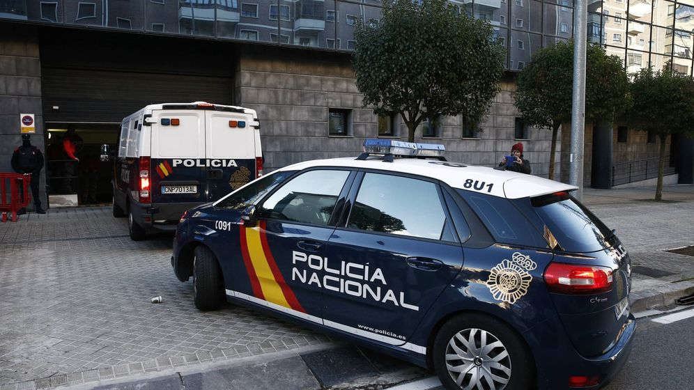 Foto: Furgón donde llegan los acusados al juicio. (EFE)