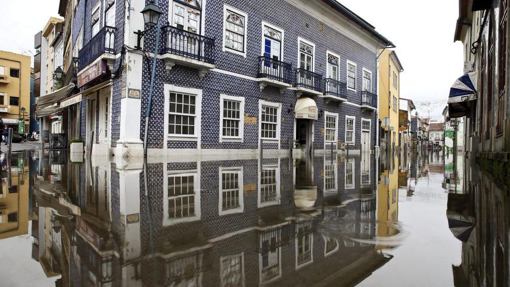 Foto: Imagen de archivo de unas fuertes lluvias en Portugal. (EFE)