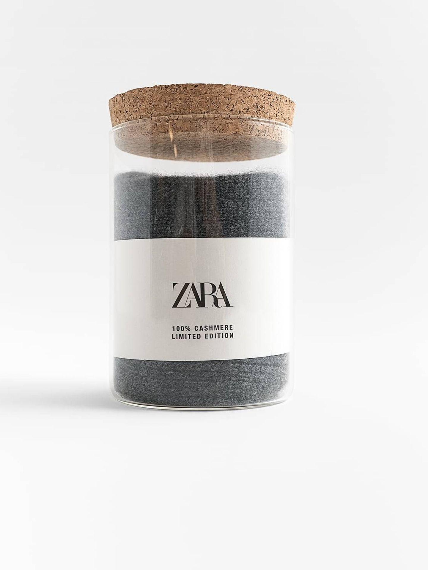 Calcetines de cachemira de Zara. (Cortesía)
