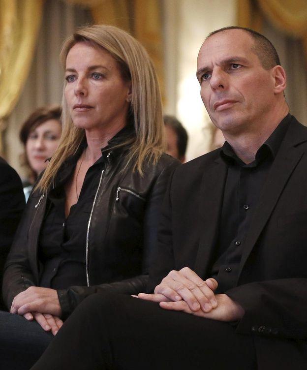 Foto: La escultora Danae Stratu, junto a su marido el ministro de Finanzas griego Yanis Varufakis (Reuters)