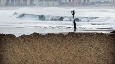Buscan en Laredo (Cantabria) a un hombre que cayó al mar desde un barco