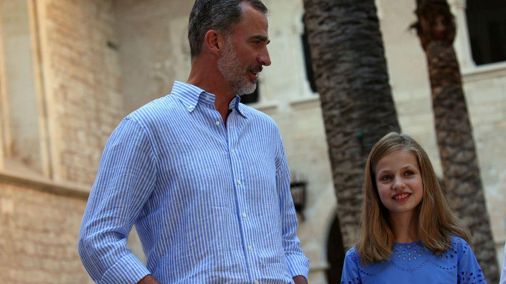 Foto: Felipe VI junto a su hija, la princesa de Asturias, este verano en Palma de Mallorca. (Reuters)