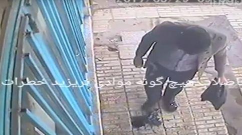 Arrojó un cigarrillo en un agujero en la calle y ocurrió algo terrible