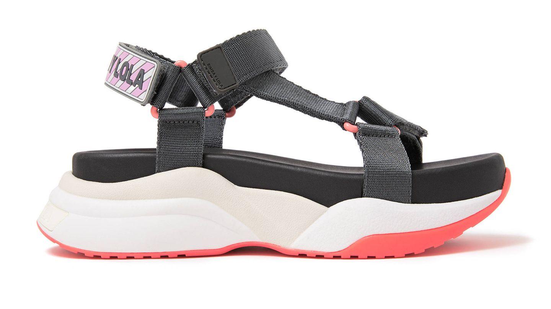 Singulares y llamativas, así son estas sandalias de Bimba y Lola. (Cortesía)