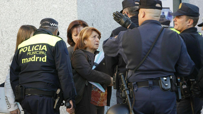 Carmena divide a los policías: Nadie va a enseñarnos a tratar a los ciudadanos