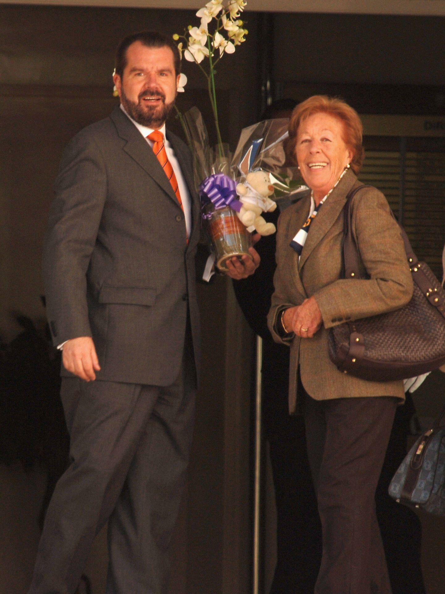 Menchu Álvarez junto a Jesús Ortiz, feliz tras el nacimiento de Leonor. (Getty)