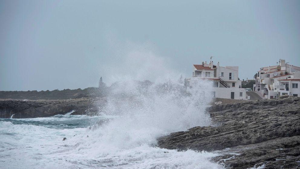 Nieve, viento y frío: la llegada de la borrasca Gloria activa la alerta roja en el Mediterráneo
