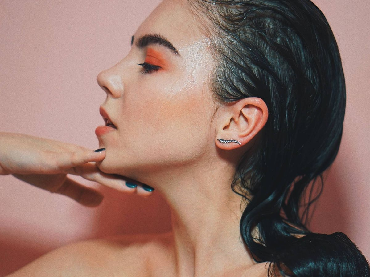 Foto: Si tienes la piel sensible, debes cuidarla de manera especial. (Oleg Ivanov para Unsplash)