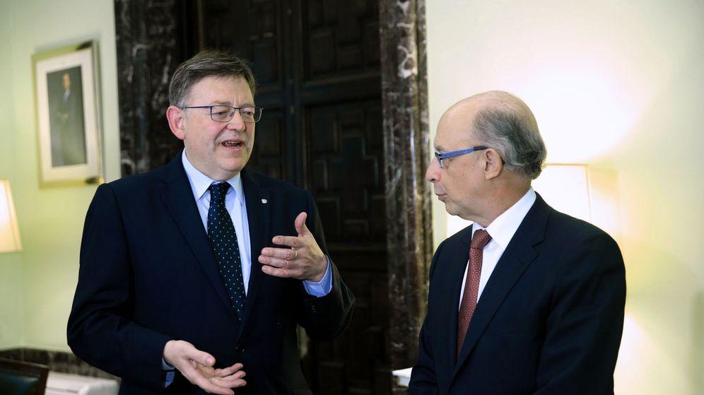 Foto: Ximo Puig y Cristóbal Montoro, en su último encuentro el pasado mes de abril. (EFE)
