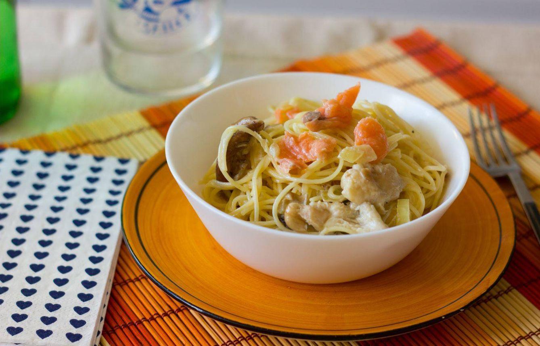 Foto: Espaguetis con salmón y setas