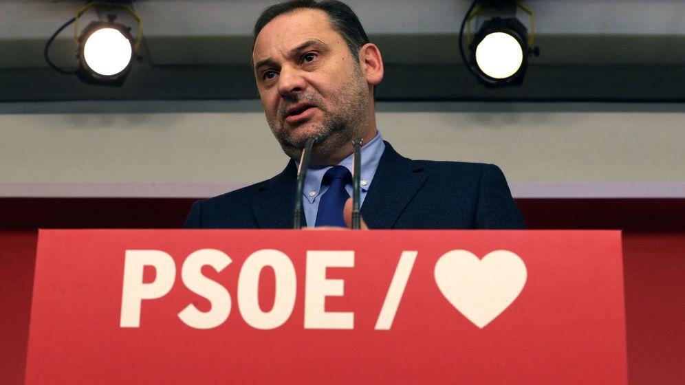 Foto: El secretario de Organización del PSOE y ministro de Fomento en funciones, José Luis Ábalos, durante la rueda de prensa. (EFE)