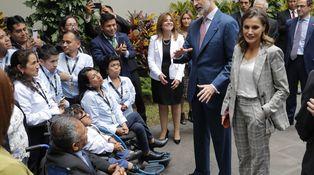 Las arrugas (en la ropa) de la reina Letizia en su segundo día en Perú