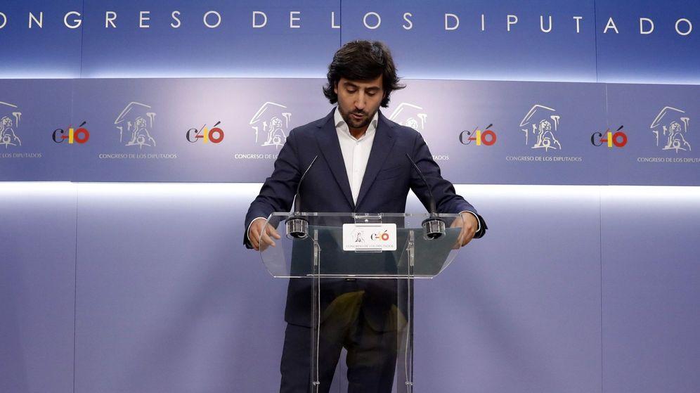 Foto: El diputado de Ciudadanos Toni Roldán, en la rueda de prensa. (EFE)