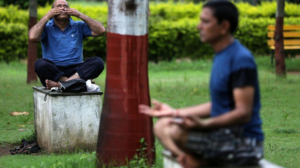 Foto: La denuncia aseguraba que las posturas de yoga causan una excitación sexual incontrolada (EFE/Divyakant Solanki)
