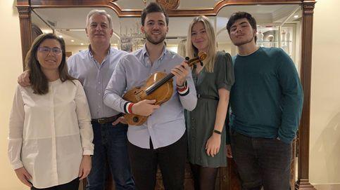 Pedro Herrera, el músico de Granada que entusiasma a las 20:02 con su viola