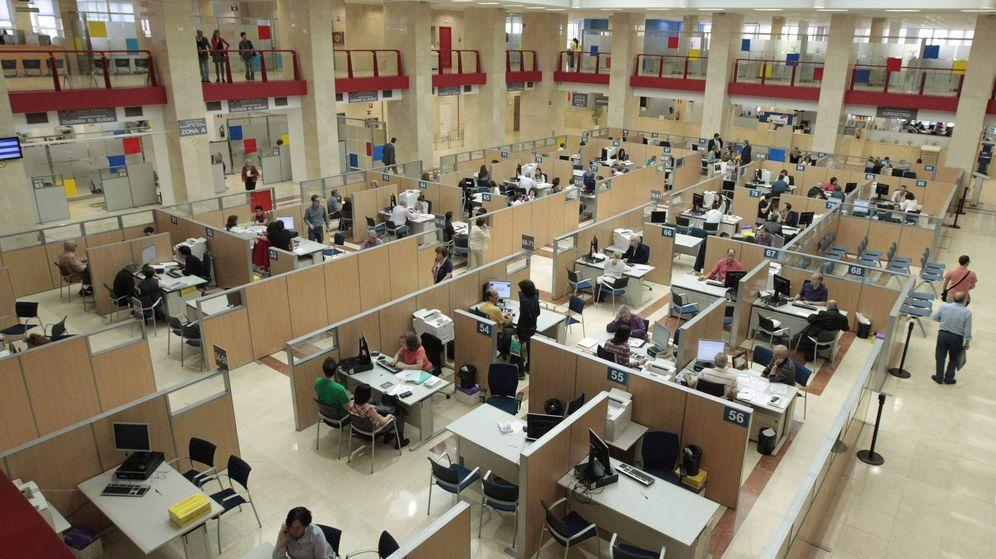 Foto: Vista de la delegación de Hacienda de Guzmán el Bueno, en Madrid. (EFE)