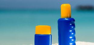 Post de Haz caso a los dermatólogos: esta es la forma correcta de echarte crema solar