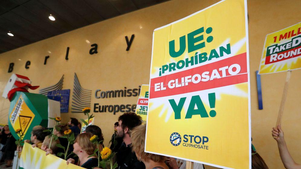 Foto: Protesta contra el glifosato en Bruselas el pasado 19 de julio (Yves Herman / Reuters)