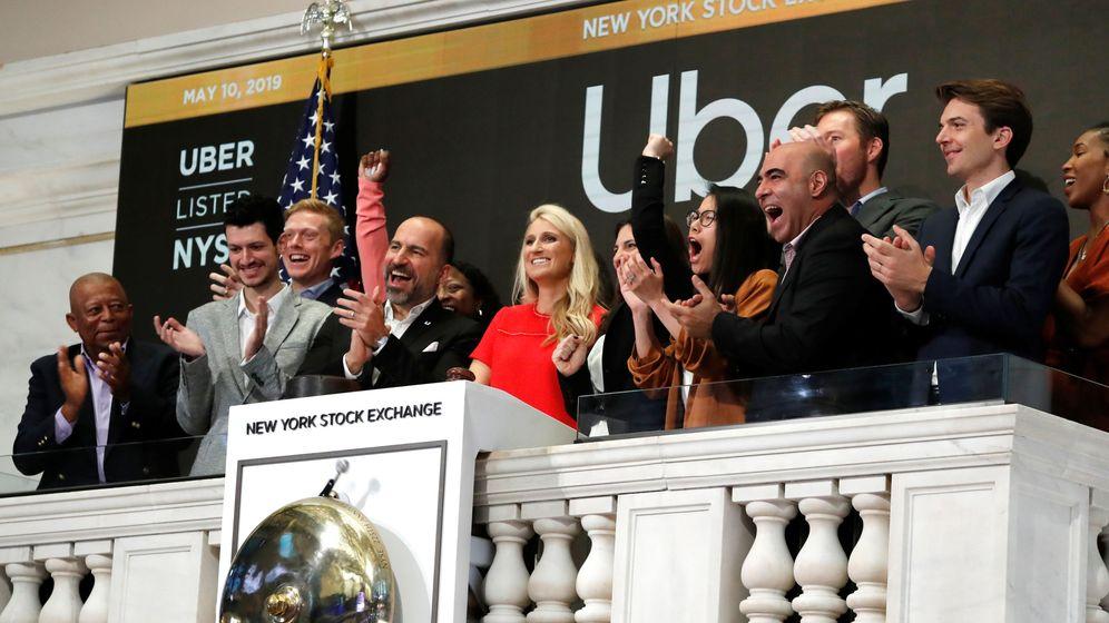 Foto: El CEO de Uber, Dara Khosrowshah, inaugura la sesión de Wall Street en la salida a bolsa de la compañía. (Reuters)