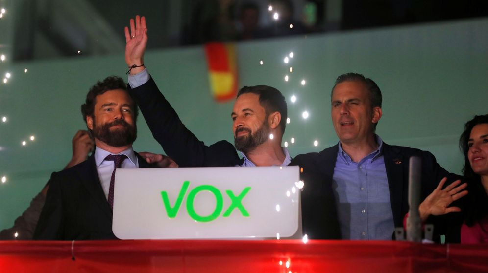 Foto: Santiago Abascal celebra el resultado de Vox desde la sede del partido. (Reuters)