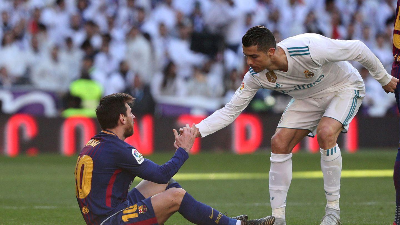 Messi y Cristiano, en un Madrid-Barcelona disputado en diciembre de 2017. (Reuters)